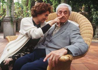 The director Michelangelo Antonioni and his wife Enrica Fico. Venice Film Festival, 1995 © Marcello Mencarini